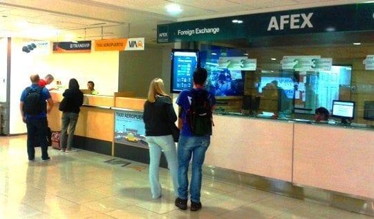 trocando dinheiro no aeroporto de Santiago do Chile, casa de câmbio no aeroporto do Chile