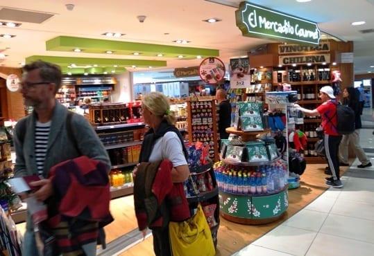 Lojas e restaurantes no aeroporto de Santiago do Chile